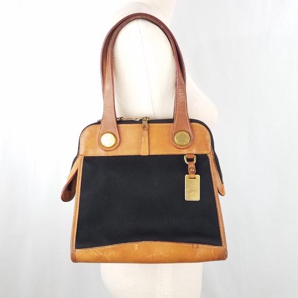 cf66c8490587 Dooney   Bourke Handbags - Vintage Dooney   Bourke Cabriolet Carpet Bag